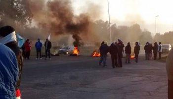 A pesar del acuerdo, empleados de Cresta Roja cortan la autopista