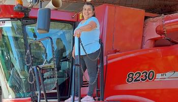 Mujer rural: Ana Peralta, la todo terreno que hace 30 años rompe prejuicios con su trabajo en el campo