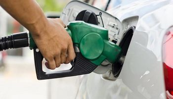 El Gobierno autorizó un aumento del 4% en los combustibles