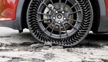 Neumáticos sin aire: la solución a los pinchazos y caminos en mal estado