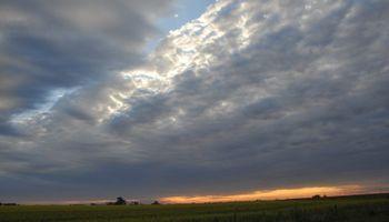 La semana comienza con tiempo nublado y las lluvias llegarían después de los primeros 10 días