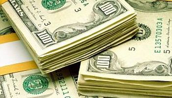 Dolar oficial se mantuvo estable, el blue bajó