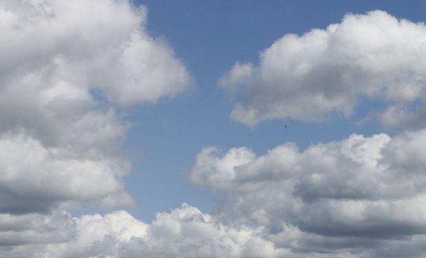 Cielo algo nublado sobre el centro