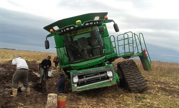 En algunas zonas del lote, las orugas también se hundieron, pero el equipo trabajo mejor que con las ruedas convencionales.