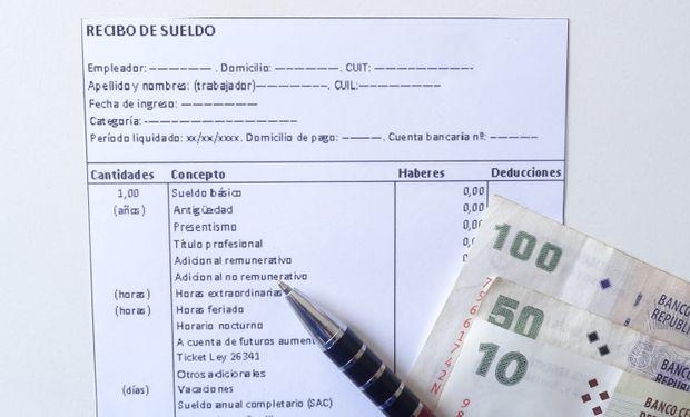 Determinadas zonas o ámbitos laborales, el Ministerio de Trabajo podrá fijar la posibilidad del pago en Efectivo o con cheque.