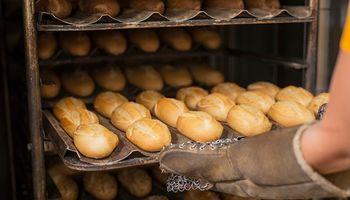 De cada 102,93 pesos que vale el kilo de pan, solo 16,58 retornan a la cadena productiva