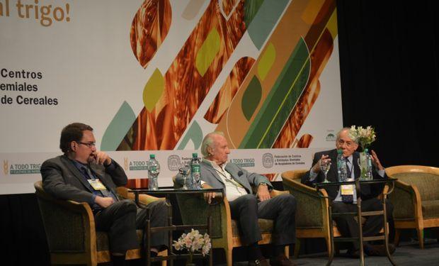 """El panel sobre """"Panorama Internacional del Trigo y sus perspectivas"""" estuvo moderado por Raúl Dente, de la Federación de Acopiadores."""