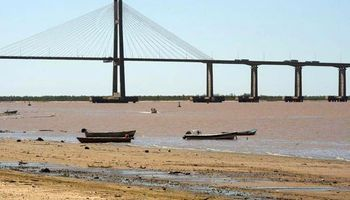 Se agudiza la bajante del río Paraná y piden no derrochar agua potable