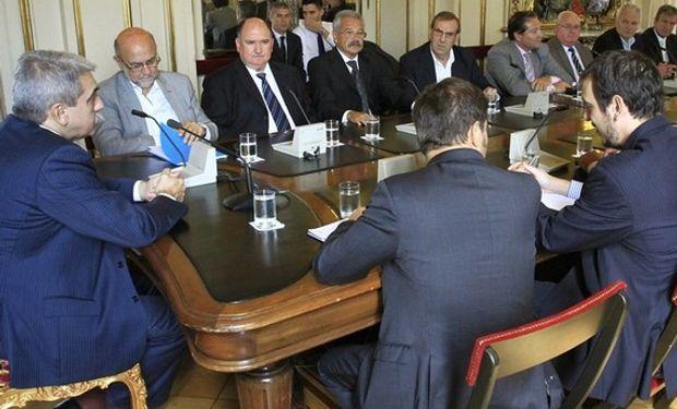 Aníbal Fernández y Kicillof se reunieron ayer con empresarios del transporte en la Casa Rosada. Foto: DyN