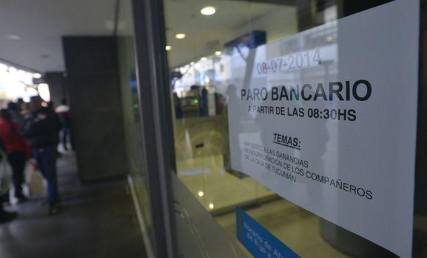 El gremio que conduce Sergio Palazzo reclamó una suba por encima del 30% y una compensación por el pago del Impuesto a las Ganancias.