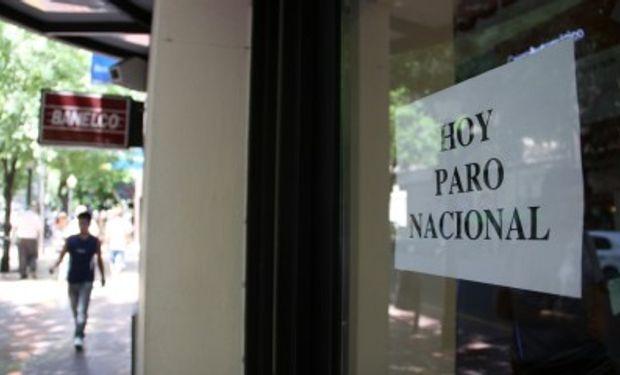 El gremio de los bancarios decidió realizar un paro nacional para hoy, en reclamo de una actualización del mínimo no imponible del Impuesto a las Ganancias.