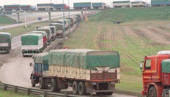 """Paro de transportistas: denuncian """"secuestros"""" de camioneros y apuntan contra la pasividad de Berni"""