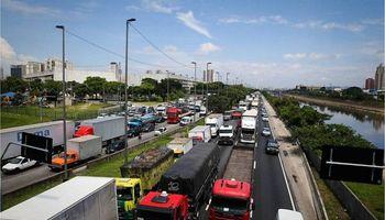 Brasil: comenzó una huelga de camioneros contra el Gobierno