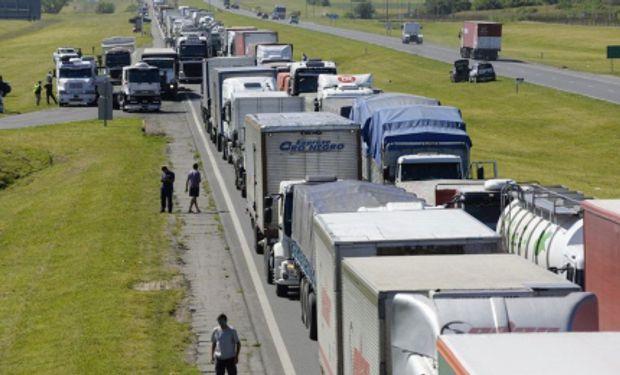 Mercado de granos: por el conflicto de transportistas, piden al Gobierno que se libere el tránsito de manera urgente