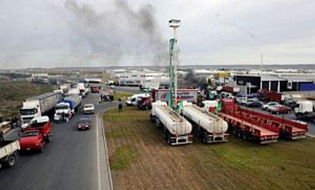 Camioneros volvió a acechar las rutas para garantizar el paro