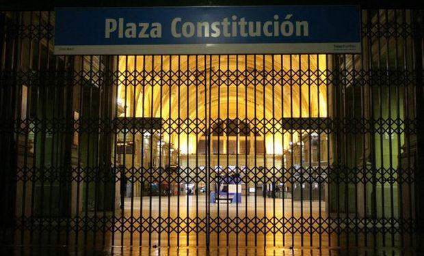 La entrada de Constitución, esta madrugada, cerrada. Foto: DyN