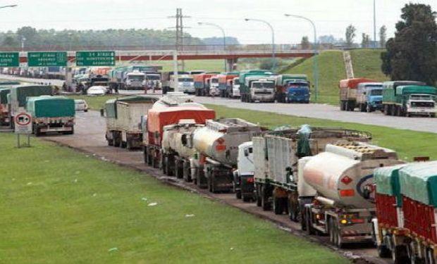 Los manifestantes también dijeron que bloquearán el flujo de camiones con cargamentos de granos por un tiempo indefinido.