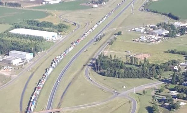 Transportistas cortan la ruta 9 en medio del paro por tiempo indeterminado