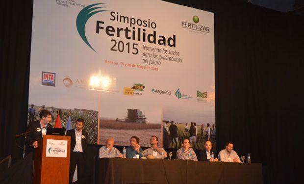 """Panel """"Mano a mano con los que saben de fertilización de cultivos"""" en el Simposio de Fertilidad 2015  llevado a cabo en Rosario."""