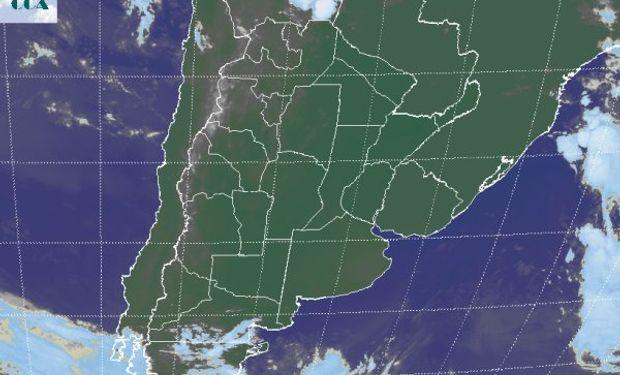 La foto satelital muestra un vasto despliegue de cielos despejados.