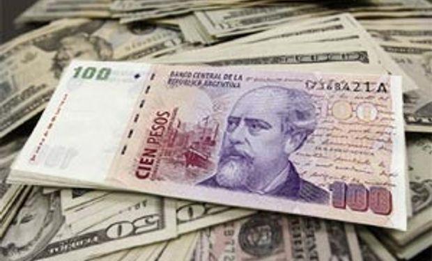 El dólar oficial le ganó a la inflación y cierra con un alza del 32,5% en el año