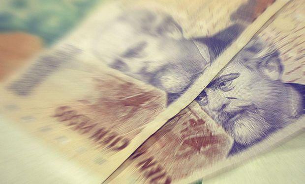 Argentina se arriesga a mayor inflación al acelerar la devaluación