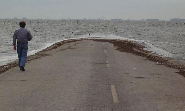 Un área de 10 kilómetros de la ruta nacional 7 se encuentra bajo agua.