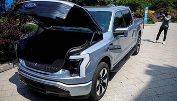 Pick ups eléctricas: Ford duplica la producción por la fuerte demanda
