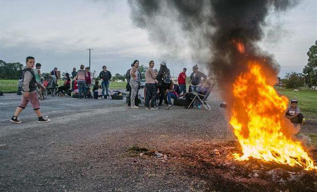 La protesta que cortó la ruta 3, el lunes pasado, cerca de Azul. Foto: El tiempo de Azul