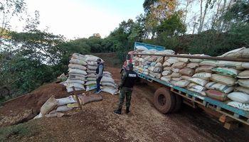 Secuestraron 17 toneladas de soja cuando pretendían enviarla en una embarcación a Brasil