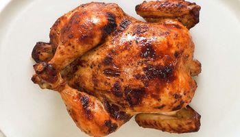 """¿Cómo se produce un pollo? El complejo proceso que deja al productor en una situación """"extrema y delicada"""""""
