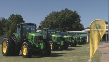 John Deere inauguró una nueva fábrica de tractores