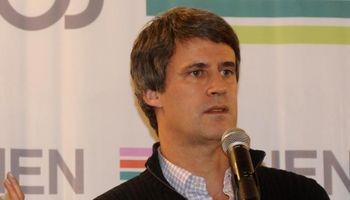 Prat Gay sostuvo que si gana Macri habrá un sólo valor del dólar