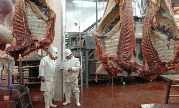 """""""Los precios de la carne en 2017 no van a subir, porque va a haber una oferta muy abundante"""", aseguró Schiariti."""