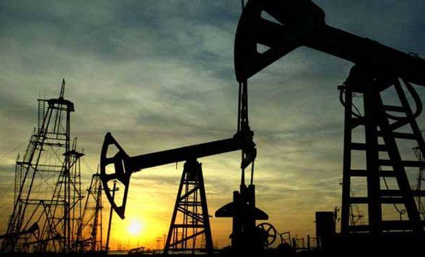 Aportando más presión al mercado, la Opep elevó su pronóstico de suministro de crudo en 2015 de países fuera del cartel.