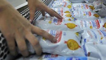 ¿Un mito? Supermercados niegan ser formadores del precio de la leche