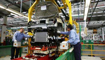 La producción industrial cayó 4,9% en mayo