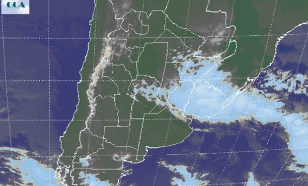 En el recorte de imagen satelital, se aprecia con claridad el vasto despliegue de coberturas nubosas sobre la Mesopotamia.