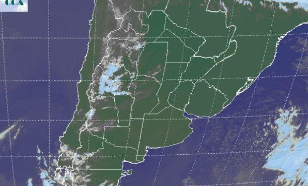 En el recorte de imagen satelital, vuelve a mostrarse predominante el despliegue de cielos despejados.