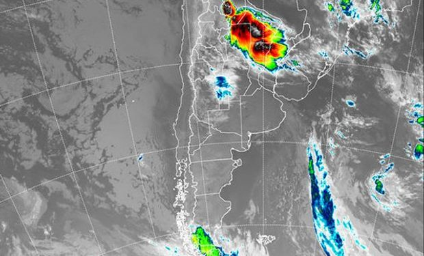 En el recorte de la Imagen Satelital puede observarse claramente un importante núcleo nuboso asociado a una extensa área de tormenta.