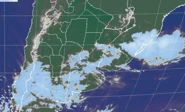 En la imagen satelital se aprecia el tránsito de nubosidad que ya desde ayer se observa avanzando desde el oeste.