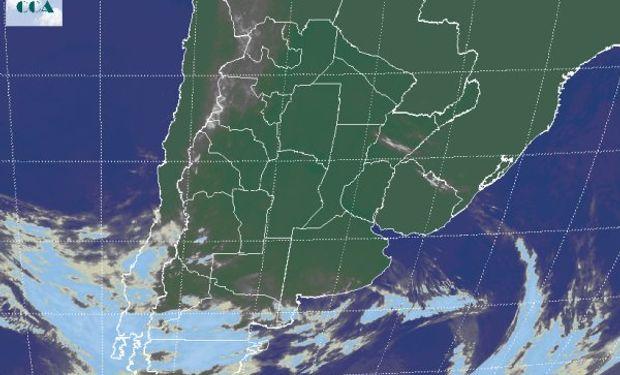 En la foto satelital, nuevamente se aprecia el ingreso de una nueva perturbación desde el Pacífico sur.