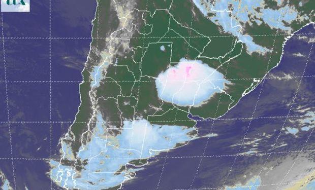 En la imagen satelital se presenta una zona muy activa en el norte de SF y la zona aledaña del centro de la Mesopotamia.