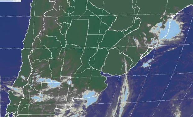 En la imagen satelital, se destaca el avance de una nueva perturbación desde la zona cuyana y el norte de la Patagonia, con nubosidad de escaso desarrollo.