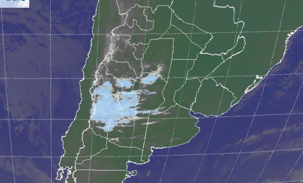 En la imagen satelital aparece una perturbación que genera nubosidad sobre la región cuyana.