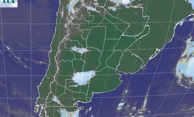 La foto satelital presenta una zona activa que comparten las provincias de LP, SL y CB.