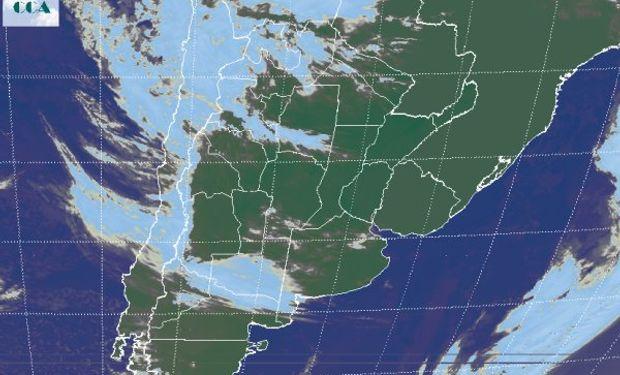 Se destaca el avance de coberturas nubosas asociadas a ondas de inestabilidad que avanzan desde el Pacífico.