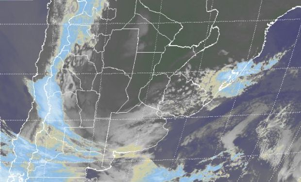 Se aprecia un vasto despliegue de nubes bajas.
