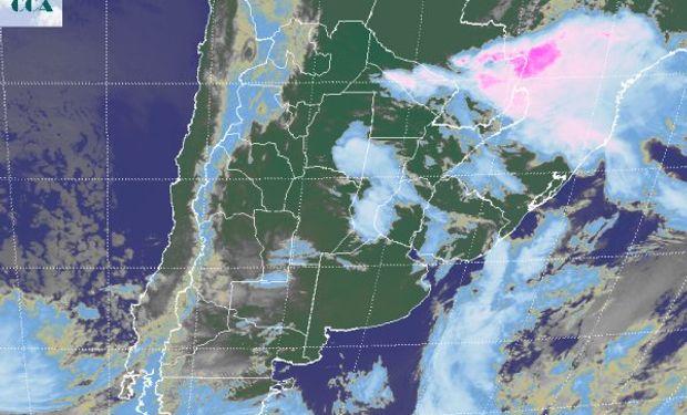 En el recorte de imagen satelital, se observa el rearmado de algunas coberturas nubosas.