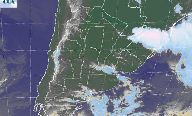 La foto satelital muestra como los desarrollos nubosos se ubican sobre el extremo noreste del país y sus vecindades.